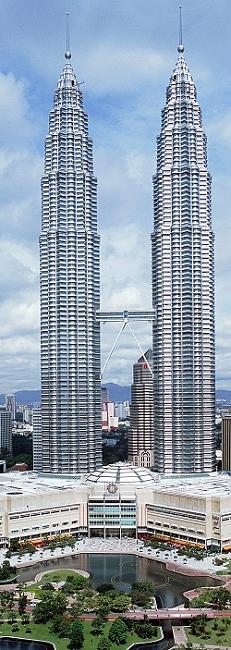 Kl-petronas-towers in Petronas Twin Towers Skybridge vorübergehend gesperrt