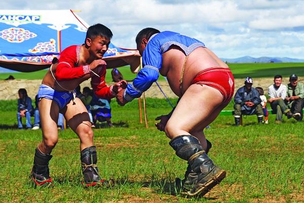 Naadam Ringkampf in Das Naadam-Fest der Mongolen