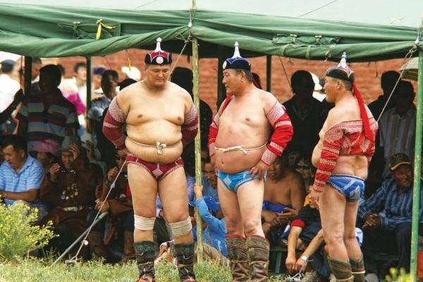 Naadam Vor Ringkampf in Das Naadam-Fest der Mongolen